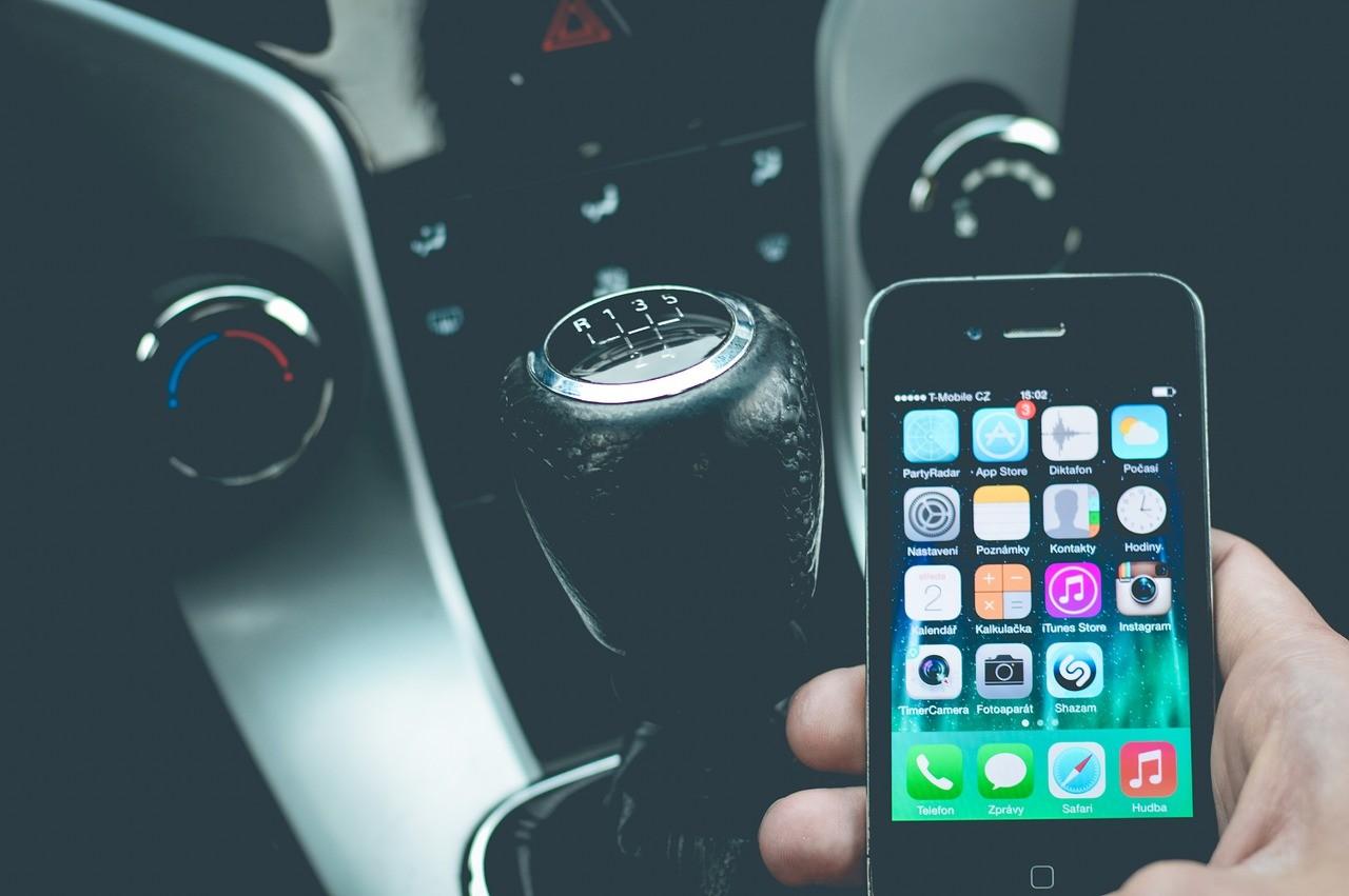 mobitel za volanom